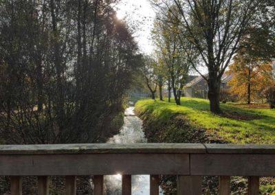 Blick von der Holzbrücke in Richtung Moorweg